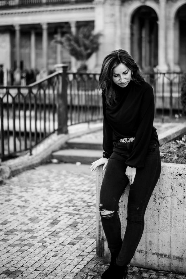 Frau in schwarz Portrait in S/W