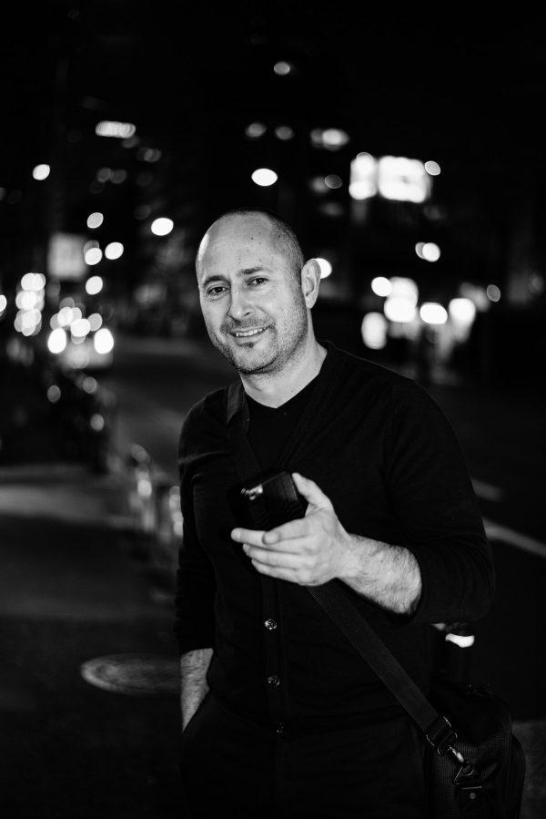 Mann in Tokyo Portrait in S/W