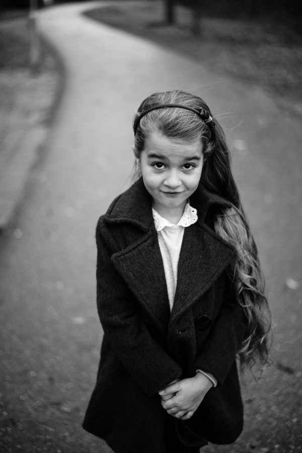 Mädchen mit langen Haaren Portrait in S/W
