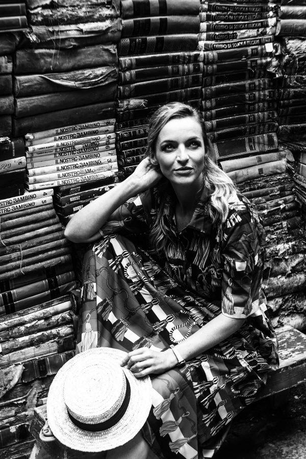 Frau in der Buchhaltung in Venedig Portrait in S/W