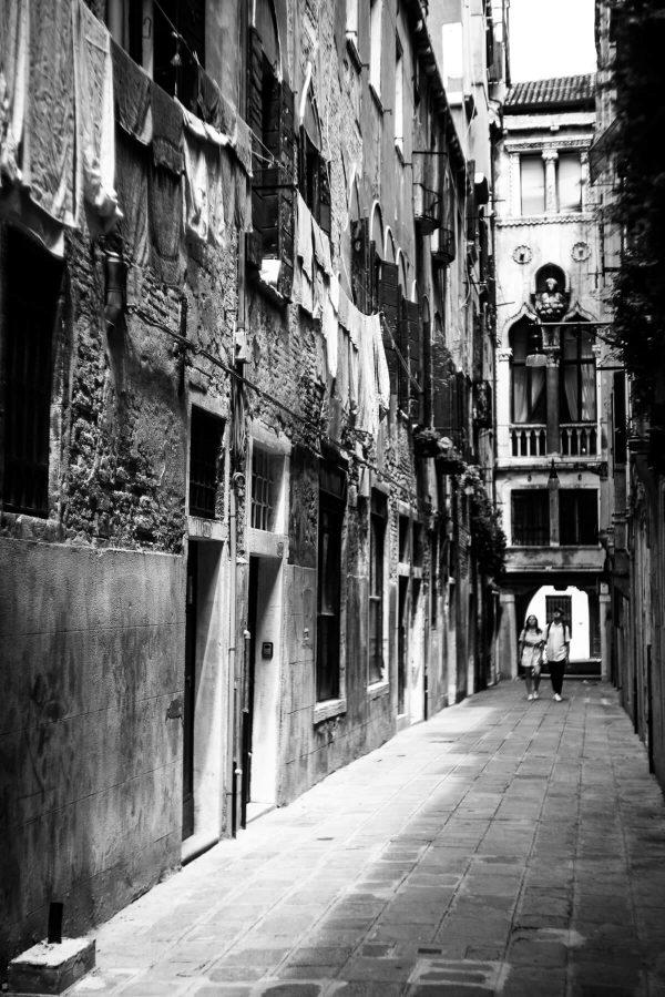 Gasse in Venedig in S/W