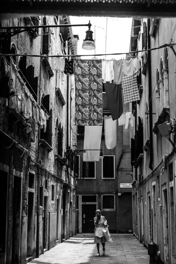 Zimmermädchen in Venedig Portrait in S/W