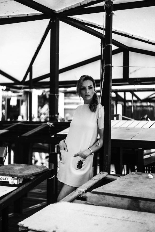 Frau am Markt in Venedig Portrait in S/W