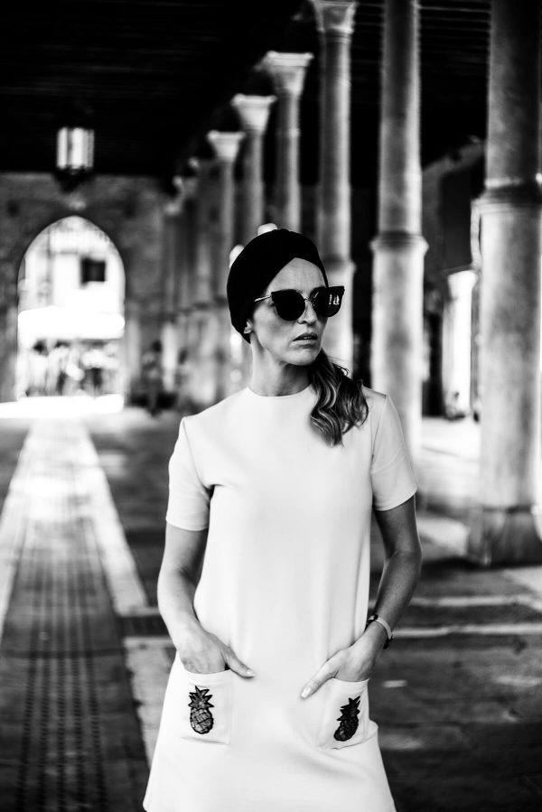 Frau mit Turban in Venedig Portrait in S/W