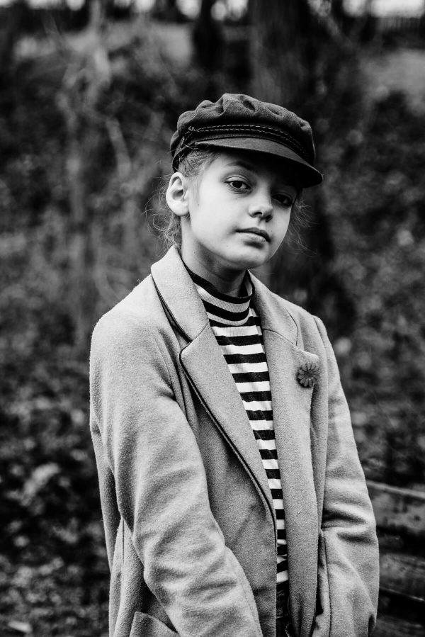 Mädchen mit Hut Portrait in S/W