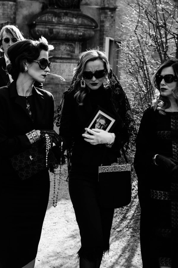Luxusfashion Beerdigung Frauenportraits in S/W