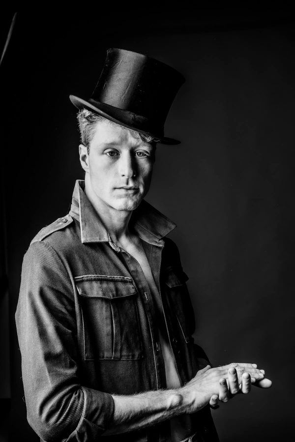 Mann mit Zylinder Portrait in S/W