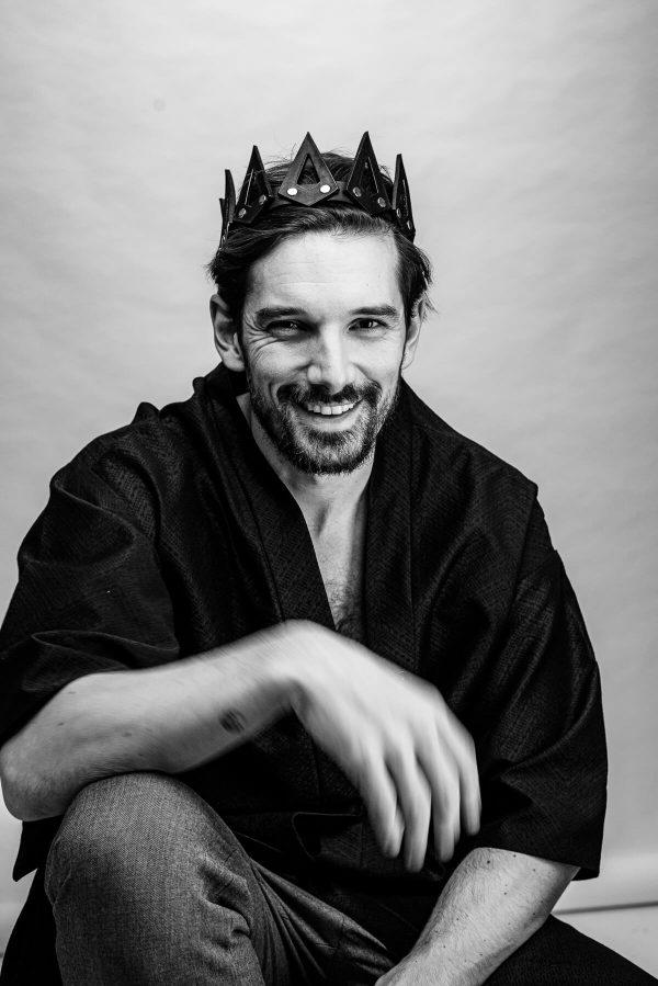 König Mann mit Krone Portrait in S/W