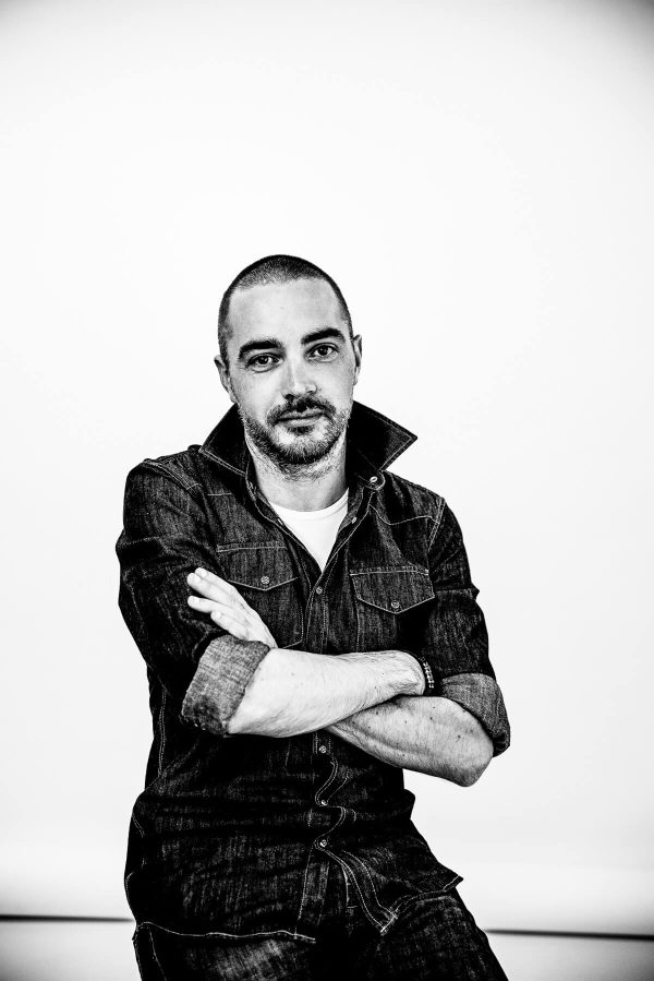 Mann im Hemd Portrait in S/W