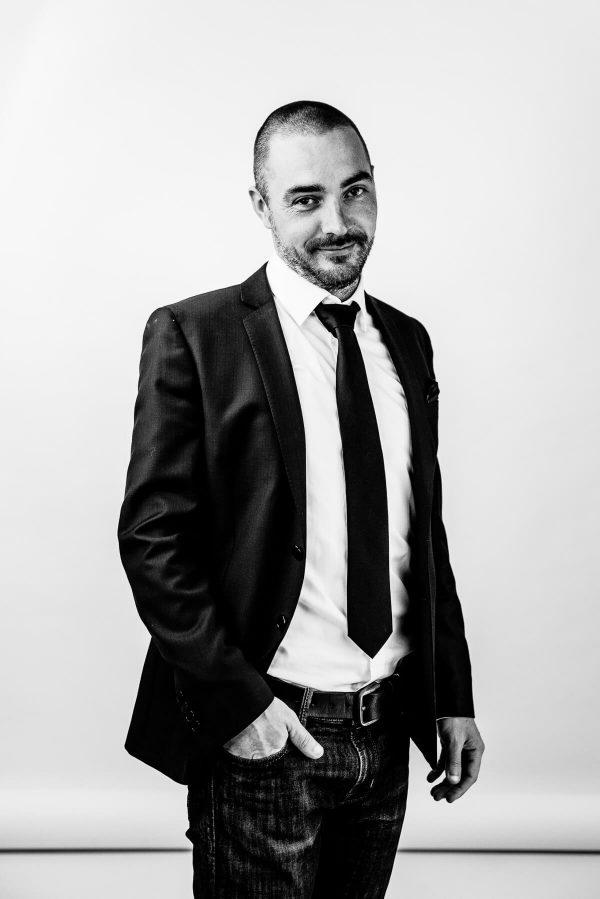 Mann im Anzug Portrait in S/W