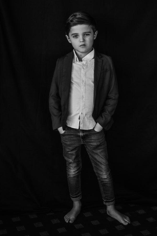 Kinderportrait in schwarz weiss mit Jacket