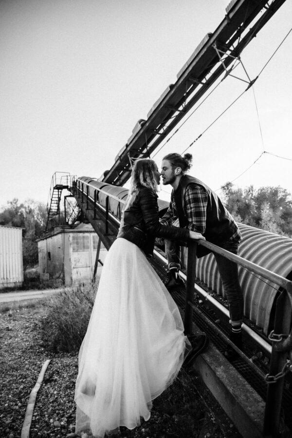Lovestory, Brautpaar sw Kuss