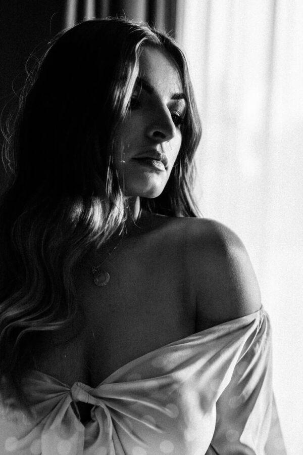 sexy portrait von Frau in schwarz weiss