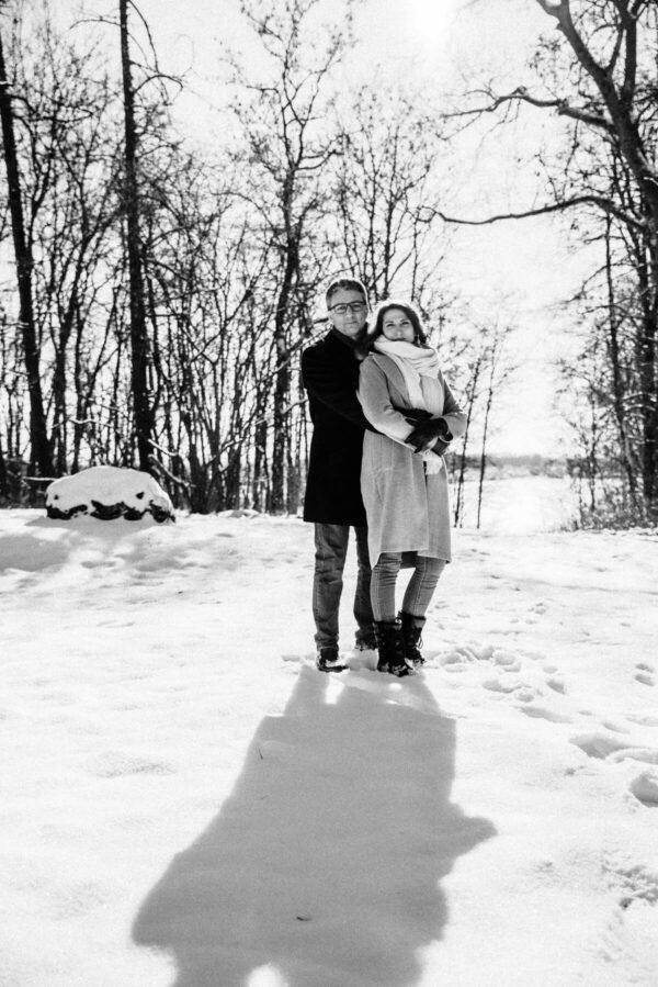 Pärchen im Schnee sw