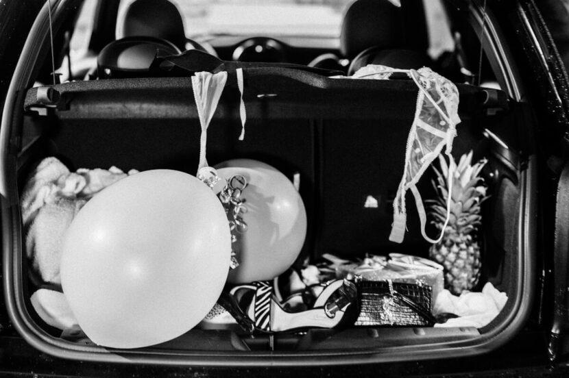 Kofferraum mit vielen Sachen